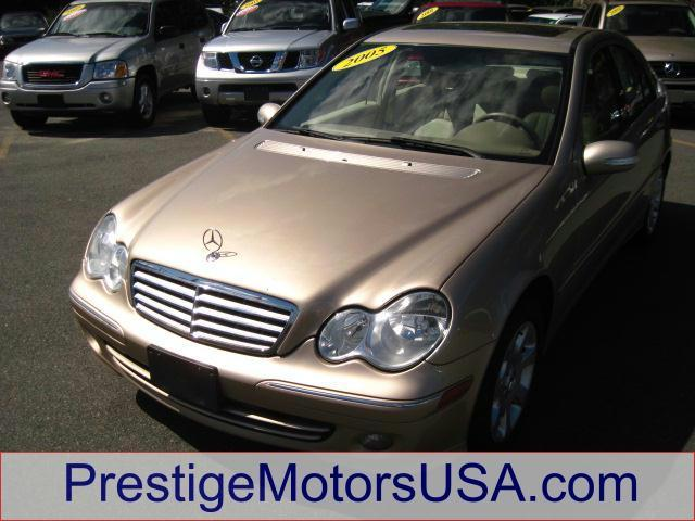 2005 MERCEDES-BENZ C-CLASS 26L desert silver metallic look at this gorgeous  well maintained