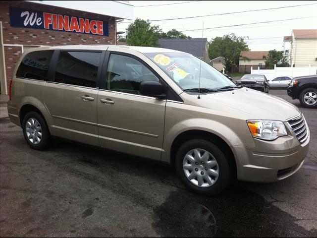 Image 1 of 2009 Chrysler Town &…