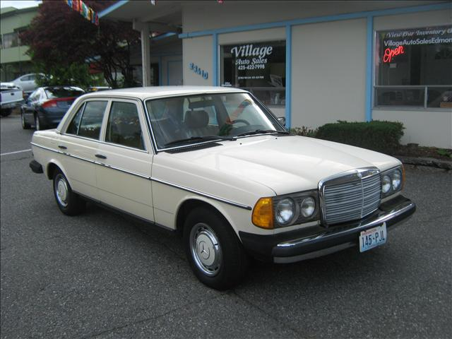 1980 mercedes benz 240 23410 hwy 99 edmonds wa 98026 for Contact mercedes benz financial