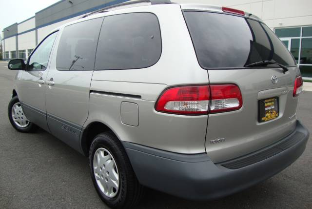 Image 21 of 2001 Toyota Sienna LE…