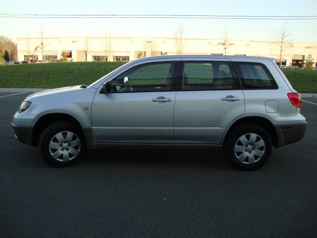 Image 44 of 2003 Mitsubishi Outlander…