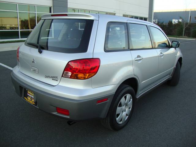 Image 48 of 2003 Mitsubishi Outlander…