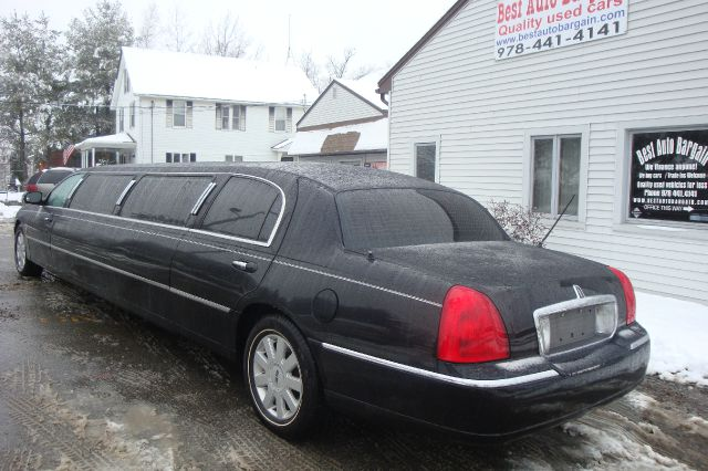 2006 Lincoln Town Car  Lincoln Town Car  Limousine - LOWELL MA