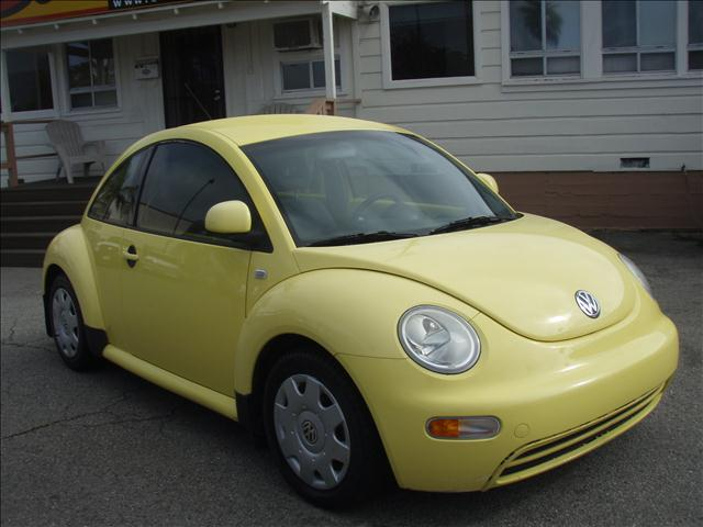 2000 VOLKSWAGEN NEW BEETLE GL yellow volkswagen beetle   nice and clean  economical 4 cyls  5 sp
