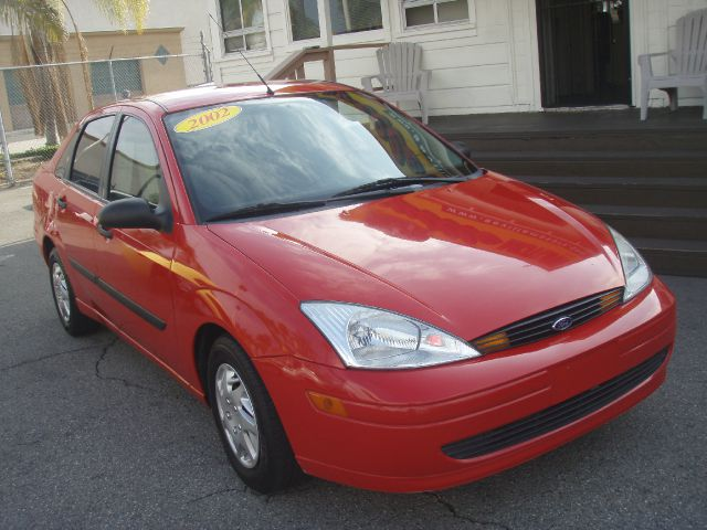 2002 FORD FOCUS red just got insuper gas saverrrrr very clean 2002 ford focus runs fantastic