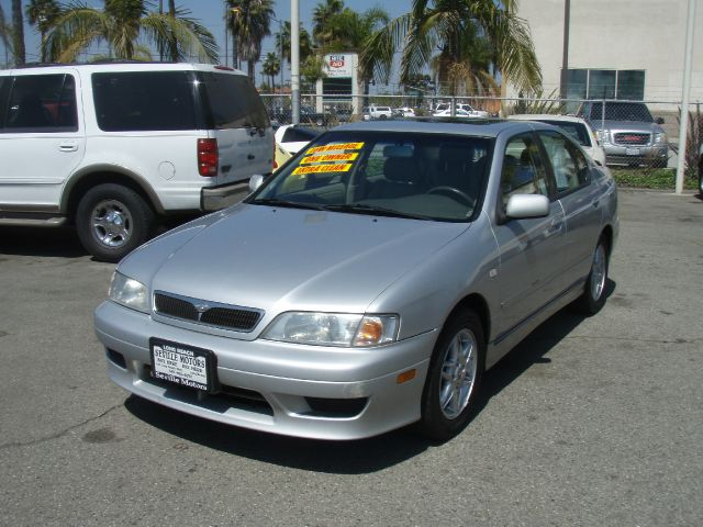 2002 INFINITI G20 LUXURY silver one owner  this is a beautiful silver 2002 infiniti g20  you can