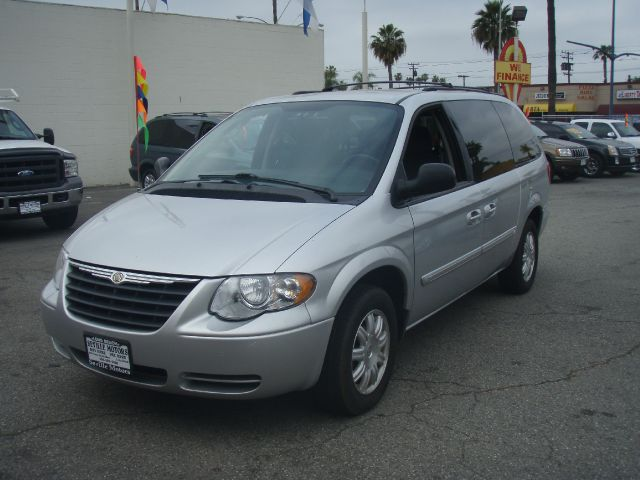 2006 CHRYSLER TOWN  COUNTRY TOURING silver 2006 chrysler town  country looking for good family t