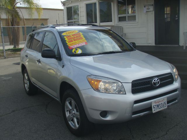 2006 TOYOTA RAV4 BASE I4 2WD silver you want that quiet ride that makes driving enjoyable this g