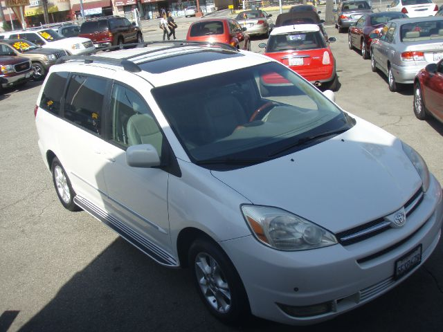 2004 TOYOTA SIENNA XLE AWD white this beautiful pearl white  2003 toyota sienna is the just family