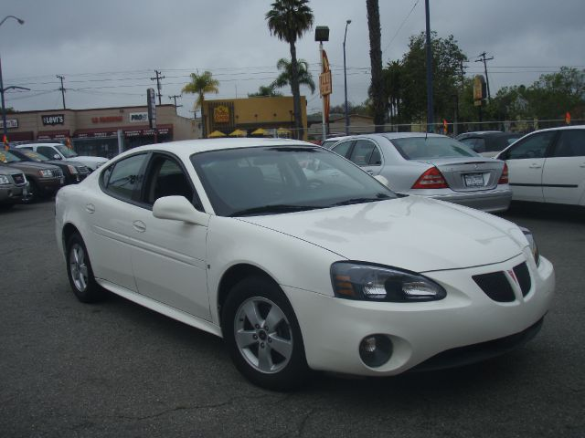 2006 PONTIAC GRAND PRIX BASE white excellent running sporty  2006 pontiac grand prix  fuel effici