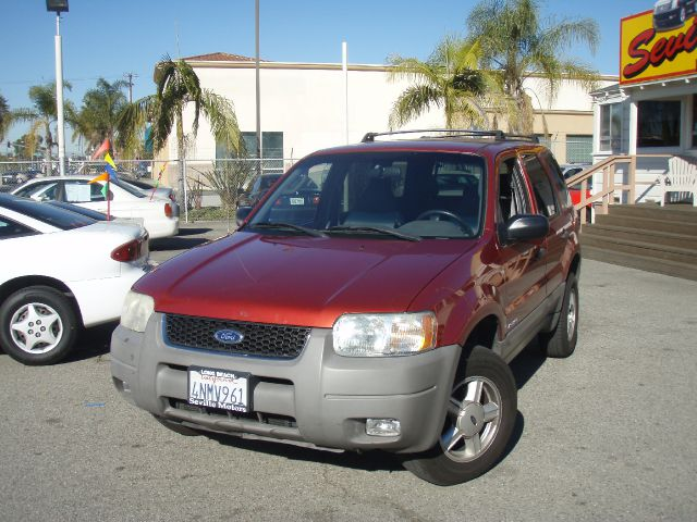 2001 FORD ESCAPE XLT 2WD red wanting a small suv thats fuel efficient   this  2001 ford escape xl