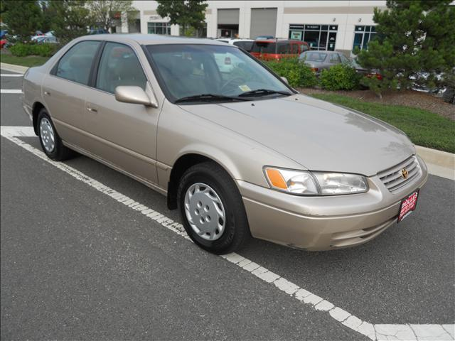 1999 Toyota Camry Le Gold Automatic Chantilly 4930