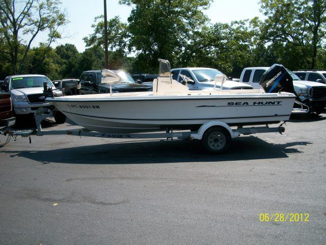 2002 SEA HUNT NAVIGATOR 19