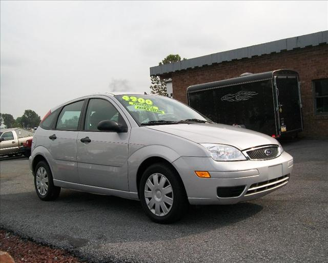 Image 11 of 2005 Ford Focus ZX5…