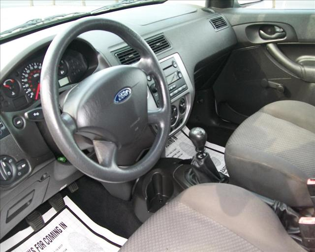 Image 12 of 2005 Ford Focus ZX5…