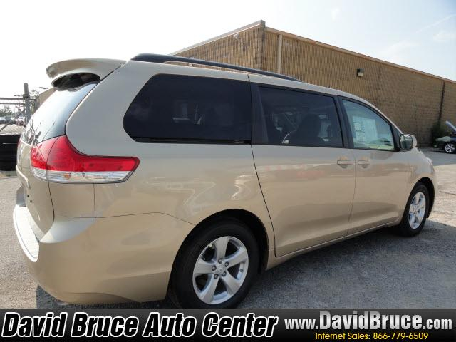 Image 11 of 2011 Toyota Sienna LE…