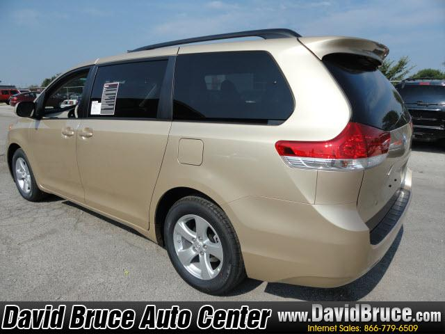 Image 13 of 2011 Toyota Sienna LE…