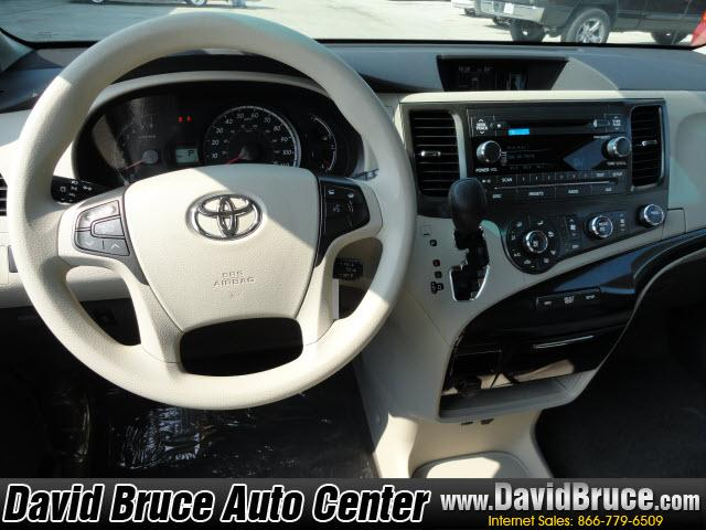Image 14 of 2011 Toyota Sienna LE…