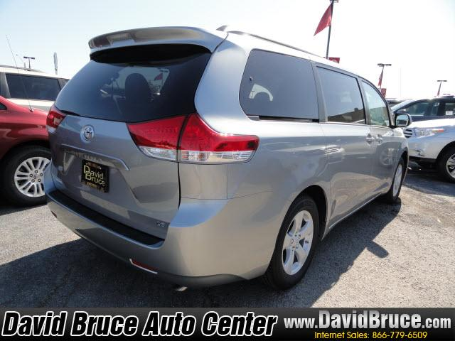 Image 10 of 2011 Toyota Sienna LE…
