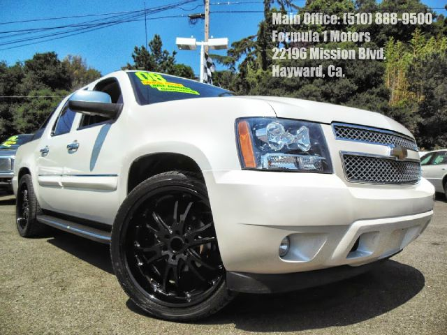 2008 CHEVROLET AVALANCHE LT2 2WD white 53l v8 automatic leather moon roof dvd navigation par
