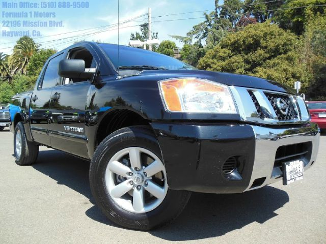 2009 NISSAN TITAN SE CREW CAB 2WD SWB black 56l se  automatic crew cab bed liner power rear win
