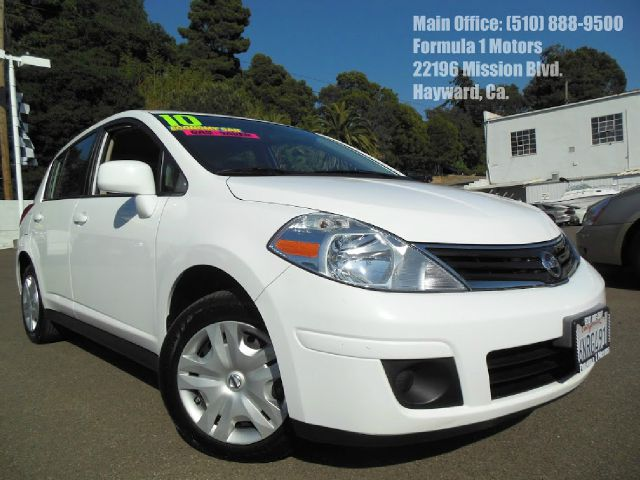 2010 NISSAN VERSA 18 S HATCHBACK white 18l 16v automatic gas saver 2 wheel drive4 doorair c