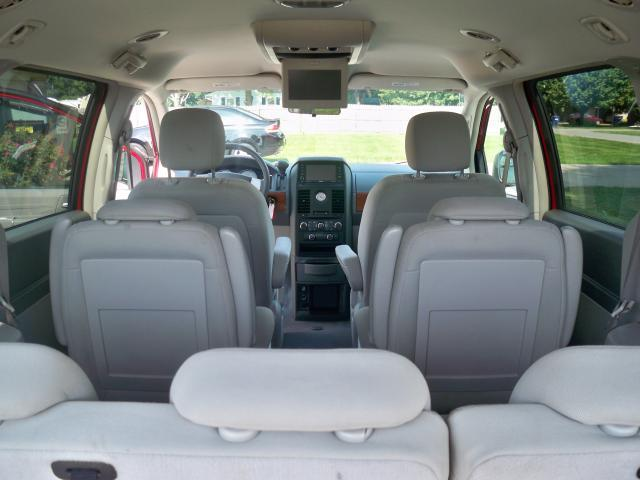 Image 2 of 2008 Chrysler Town &…
