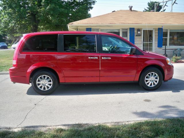 Image 9 of 2008 Chrysler Town &…