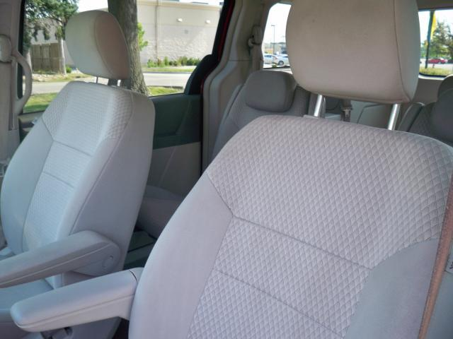 Image 10 of 2008 Chrysler Town &…