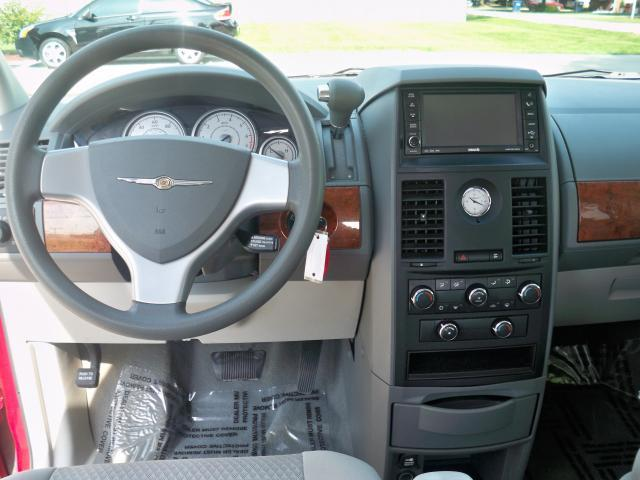 Image 13 of 2008 Chrysler Town &…