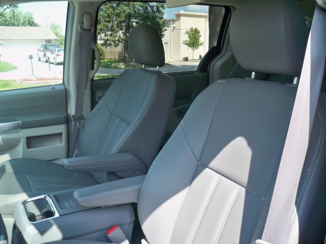 Image 6 of 2008 Chrysler Town &…