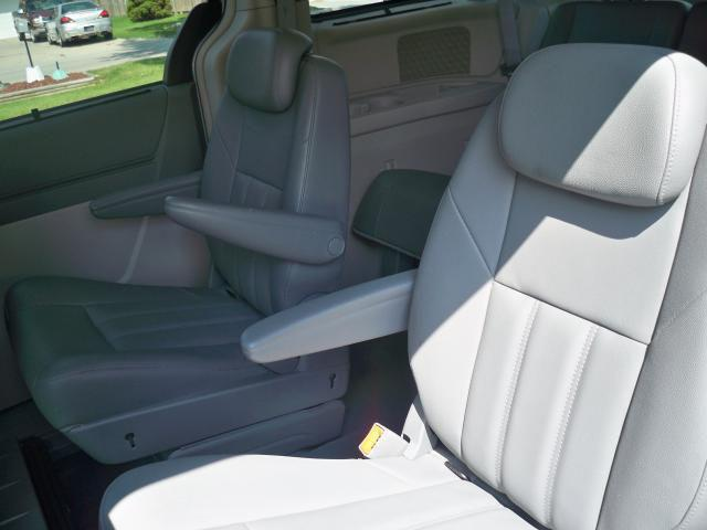 Image 7 of 2008 Chrysler Town &…