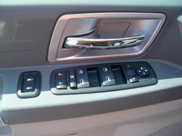 Image 11 of 2008 Chrysler Town &…