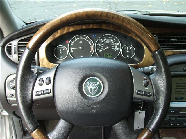 Image 2 of 2005 Jaguar X-Type SE…