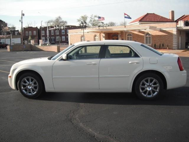 used 2007 chrysler 300 for sale 3000 gravois saint louis mo 63118 used cars for sale. Black Bedroom Furniture Sets. Home Design Ideas