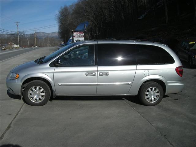 Tothego - 2005 Chrysler Town Country_1