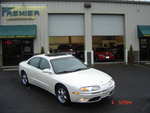 Oldsmobile Aurora V8. 2001 Oldsmobile Aurora V8 4.0