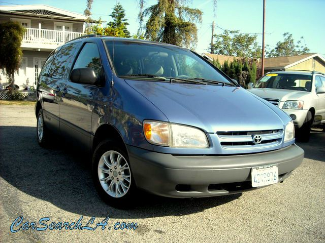 1999 TOYOTA SIENNA LE 4-DOOR blue clean title clean carfax no accidents  private party special