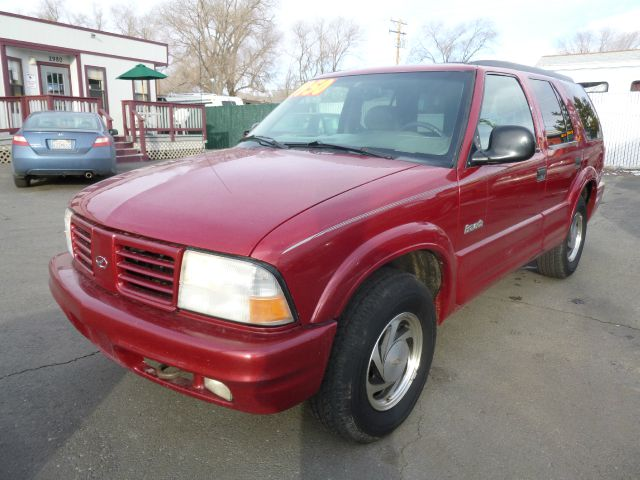 1998 OLDSMOBILE BRAVADA BASE red this vehicle is perfect for all weather no door dings or dents