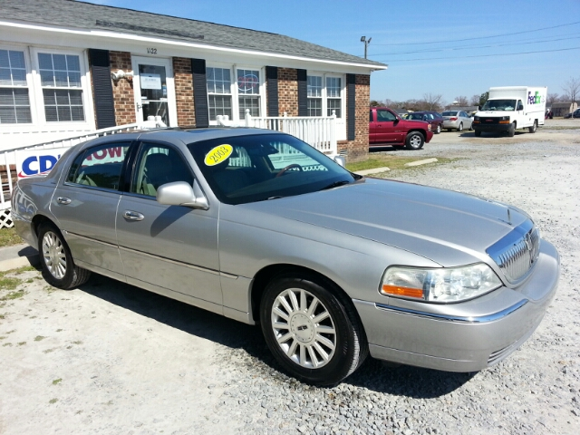 2003 Lincoln Town Car