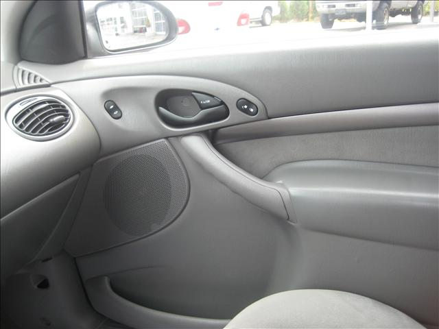 Image 7 of 2001 Ford Focus ZX3…