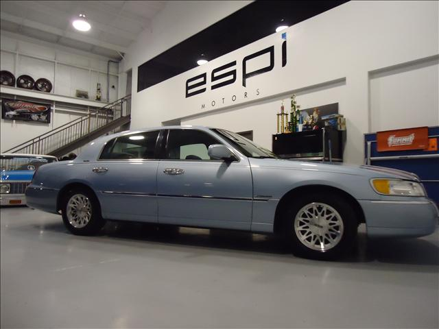 1998 lincoln town car 5804 star lane suite b houston tx 77057 used cars for sale. Black Bedroom Furniture Sets. Home Design Ideas