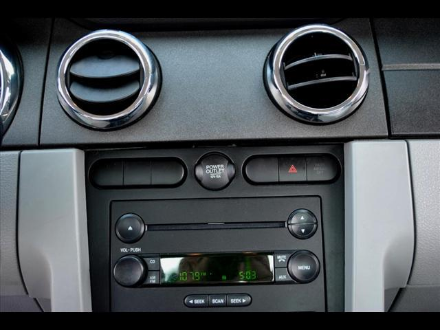 Image 4 of 2006 Ford Mustang 2dr…