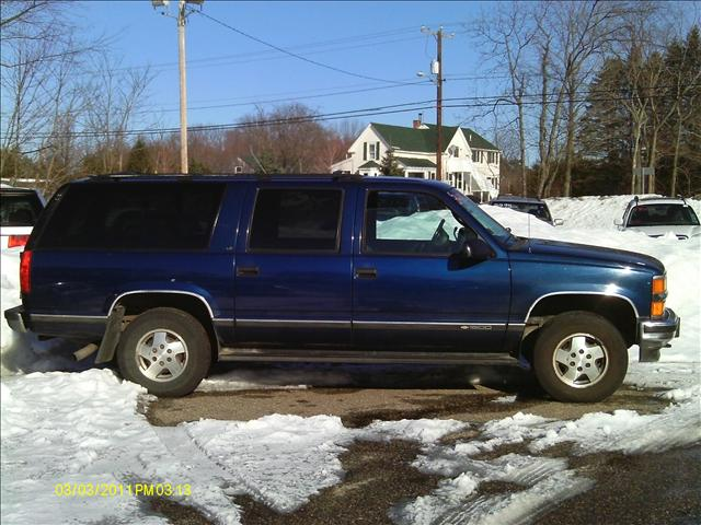 1995 Chevrolet Suburban  LT - 72 rt 125 Kingston nh 603 347 5054 NH