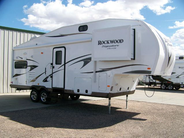 2014 ROCKWOOD 8260WS